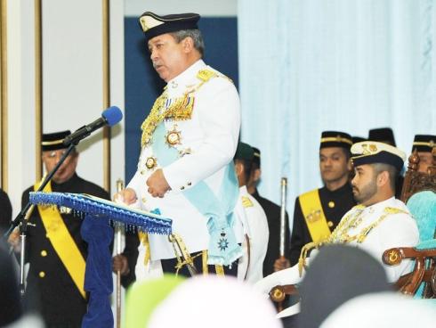 Sultan Johor mengisytiharkan jumaat sebagai hari minggu.