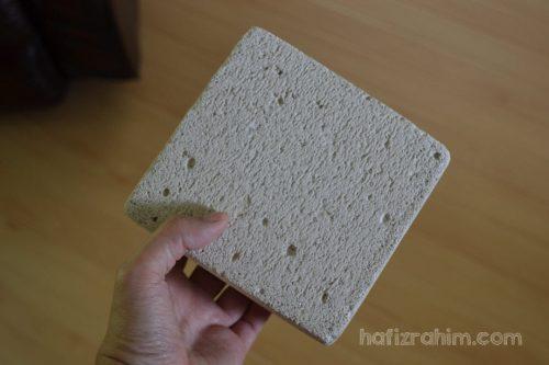 Potongan kecil blok bata berongga