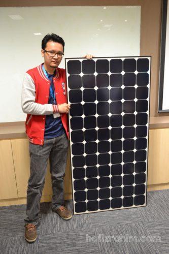 Bersama contoh panel solar PV yang telah siap