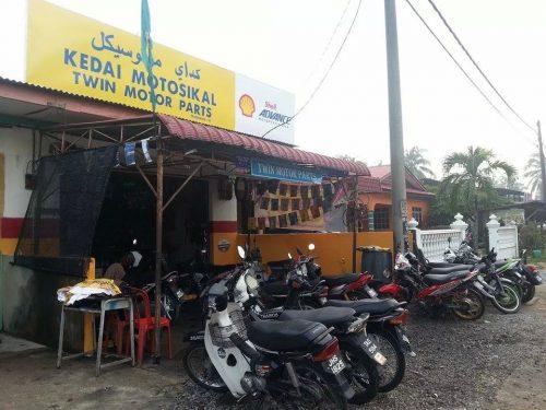 Kedai ni kat Gong Pak Jin, Terengganu. Bukan kat Bangi ye. :)