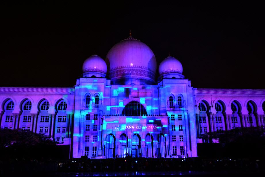 LAMPU Light Of Motion Putrajaya 2014-biru ungu