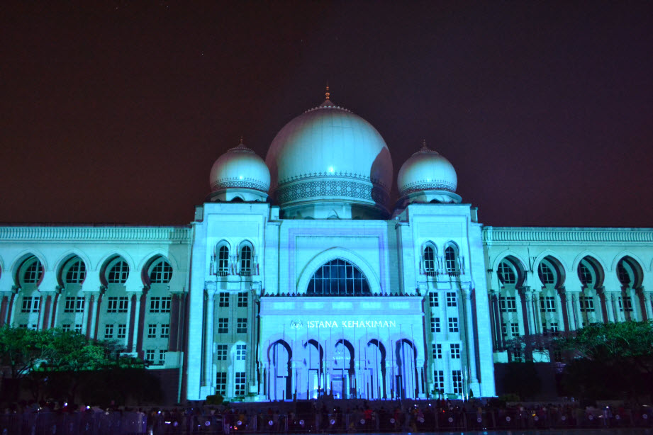 LAMPU Light Of Motion Putrajaya 2014_biru muda