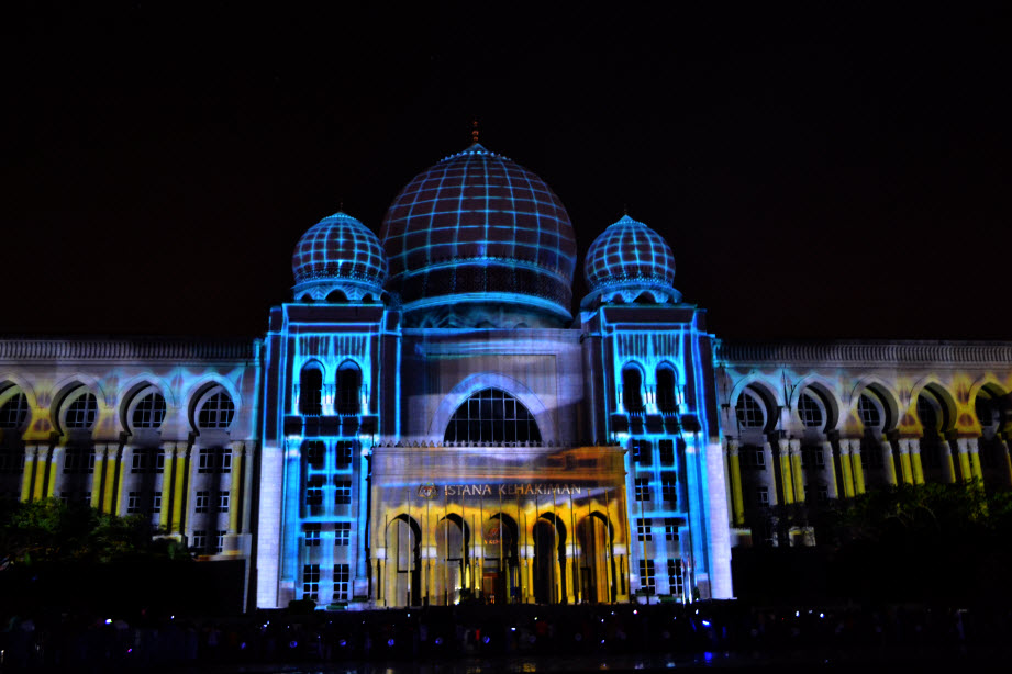 LAMPU Light Of Motion Putrajaya 2014_biru tron