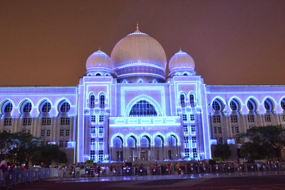 LAMPU Light Of Motion Putrajaya 2014_putih kebiruan