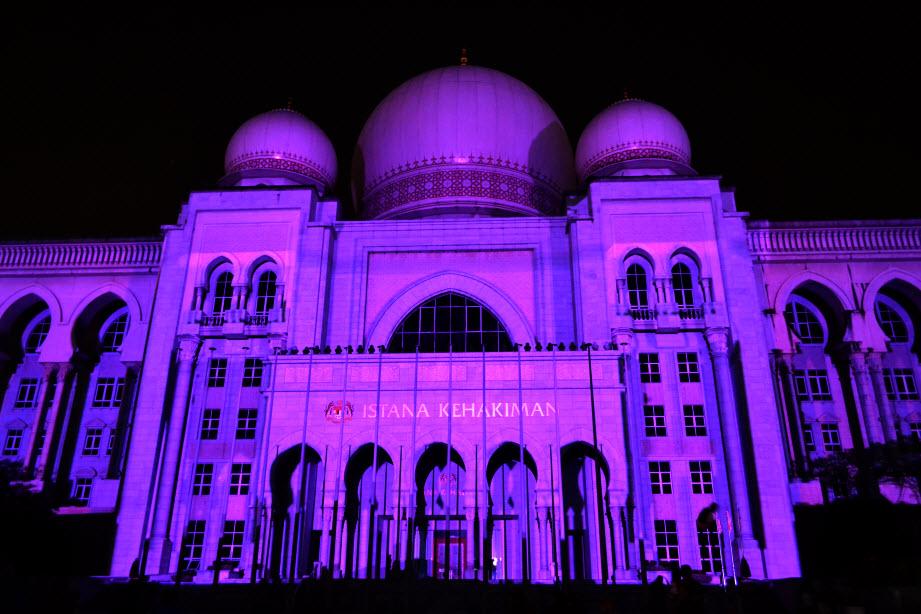 LAMPU Light Of Motion Putrajaya 2014_ungu