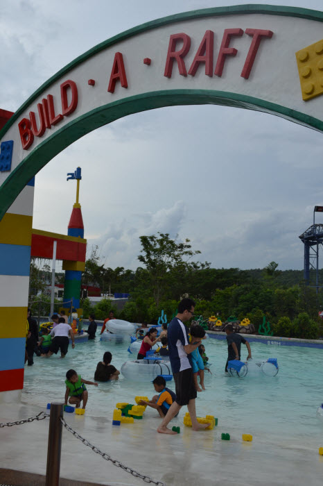 Build-A-Raft River - Legoland Water Park
