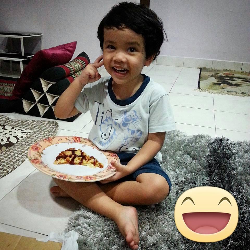 Khair makan Pizza